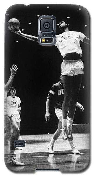 Kareem Abdul Jabbar (1947-) Galaxy S5 Case by Granger