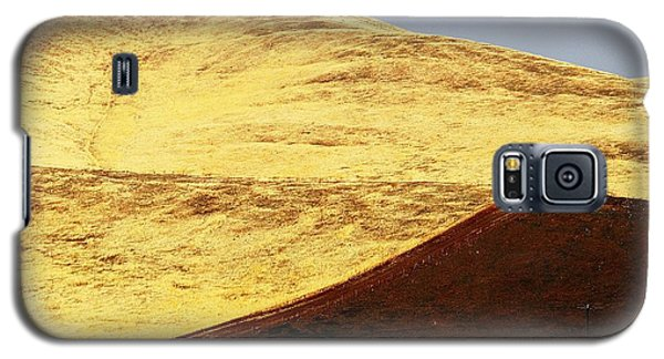 Galaxy S5 Case featuring the photograph Keep On Western Truckin On Hwy 152 Ca by John King