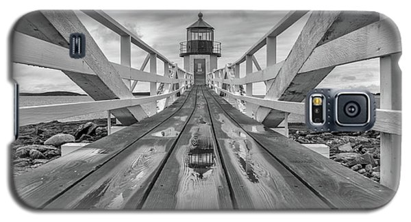 Galaxy S5 Case featuring the photograph Keeper's Walkway At Marshall Point by Rick Berk