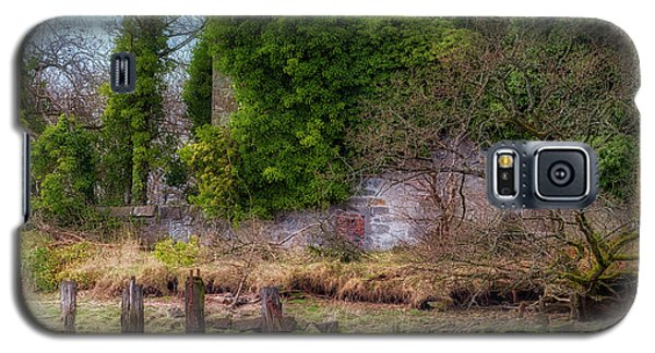 Galaxy S5 Case featuring the photograph Kennetpans Distillery Ruins by Jeremy Lavender Photography