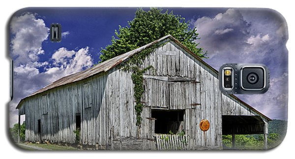 Galaxy S5 Case featuring the photograph Kentucky Barn by Wendell Thompson