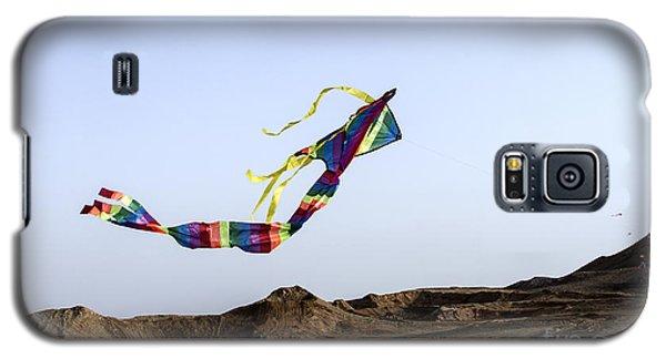 Kite Dancing In Desert 02 Galaxy S5 Case by Arik Baltinester