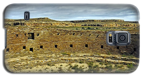 Galaxy S5 Case featuring the photograph Kiva View Chaco Canyon by Kurt Van Wagner