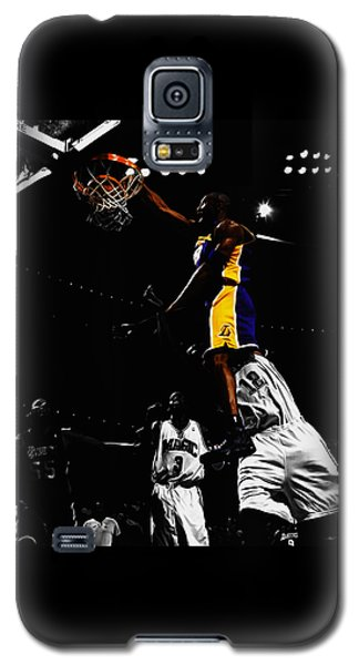 Kobe Bryant On Top Of Dwight Howard Galaxy S5 Case by Brian Reaves
