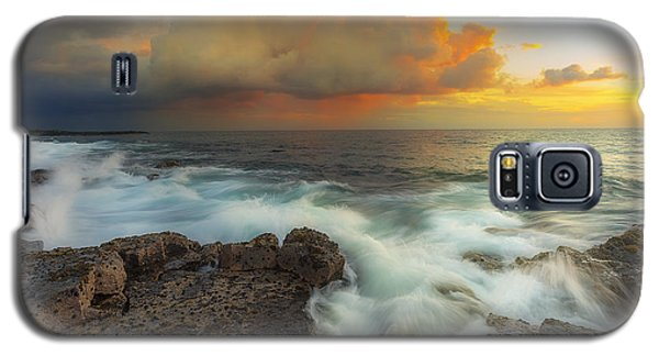 Galaxy S5 Case featuring the photograph Kona Rush Hour by Ryan Manuel