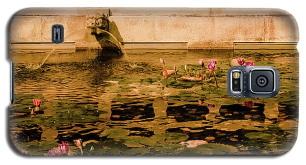 Galaxy S5 Case featuring the photograph Kowloon - Lily Pool by Mark Forte