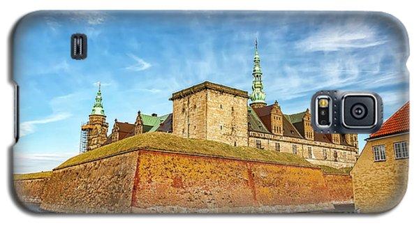 Galaxy S5 Case featuring the photograph Kronborgsslott In Helsingor by Antony McAulay