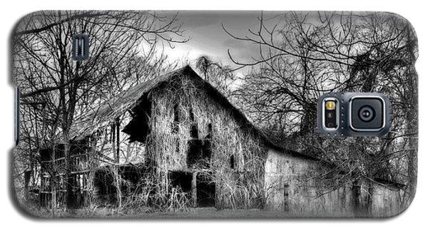 Kudzu Covered Barn In The Mississippi Delta Galaxy S5 Case