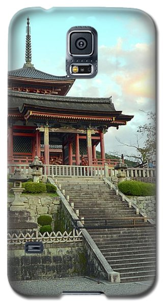 Galaxy S5 Case featuring the photograph Kyoto Temple by Corinne Rhode