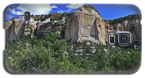 Galaxy S5 Case featuring the photograph La Ventana Arch by Gary Kaylor
