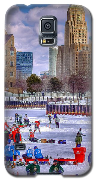 Galaxy S5 Case featuring the photograph Labatts Pond Hockey by Don Nieman