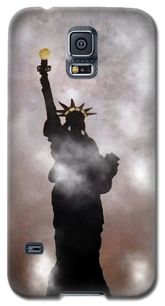 Galaxy S5 Case featuring the photograph Lady Liberty In Fog by Joseph Frank Baraba