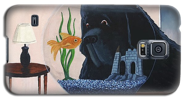 Lady Looks In The Fish Bowl For Mommy And Daddy Galaxy S5 Case