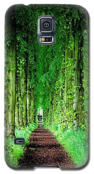 Lady Lucy's Walk Galaxy S5 Case