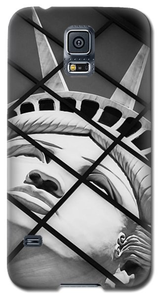 Galaxy S5 Case featuring the photograph Lady Of The House by Bobby Villapando
