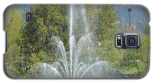 Galaxy S5 Case featuring the painting Lafarge Lake Fountain by Rod Jellison