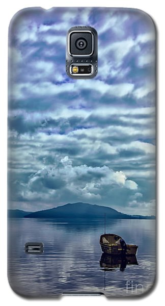 Galaxy S5 Case featuring the photograph Lake Of Beauty by Rick Bragan