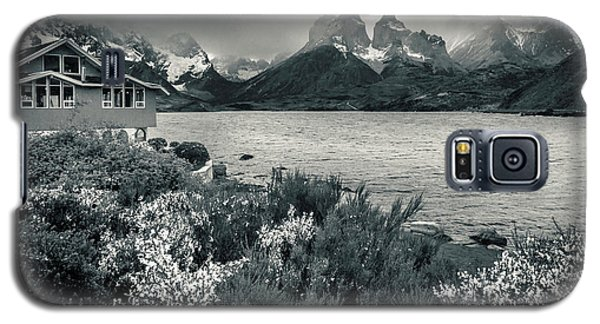 Galaxy S5 Case featuring the photograph Lake Pehoe In Black And White by Andrew Matwijec