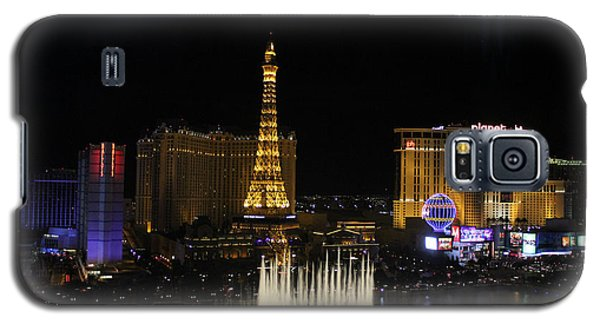 Galaxy S5 Case featuring the photograph Las Vegas By Night by Wilko Van de Kamp