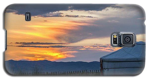Galaxy S5 Case featuring the photograph Last Golden Light, Elsen Tasarkhai, 2016 by Hitendra SINKAR