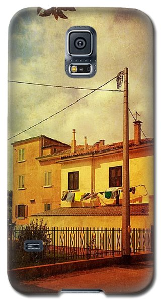 Galaxy S5 Case featuring the photograph Laundry Day by Anne Kotan