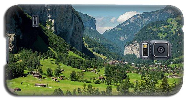 Lauterbrunnen Mountain Valley - Swiss Alps - Switzerland Galaxy S5 Case by Gary Whitton