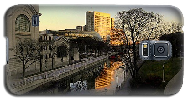Galaxy S5 Case featuring the photograph Le Rideau, by Elfriede Fulda