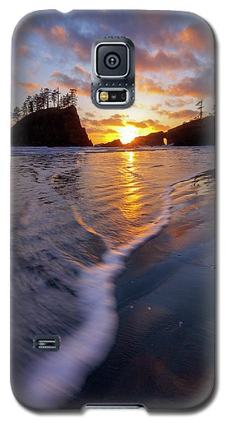 Galaxy S5 Case featuring the photograph Lead The Way by Mike Lang