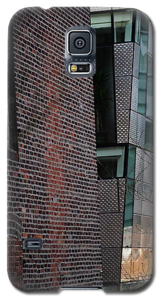 Leaning In At The High Line Galaxy S5 Case by Rona Black