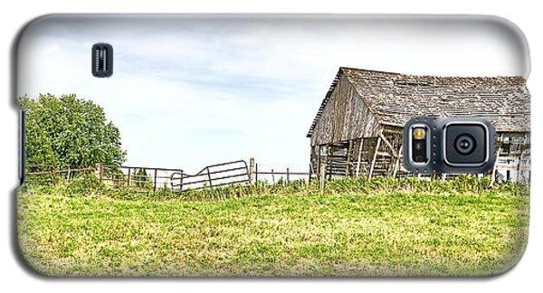 Leaning Iowa Barn Galaxy S5 Case by Scott Hansen