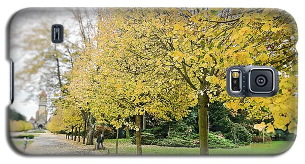 Galaxy S5 Case featuring the photograph Leipzig Memorial Park In Autumn by Ivy Ho