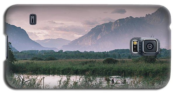 Leisure Boat On River Adda In Northern Italy, Close To Lake Como - Reflection Of Italian Alps Galaxy S5 Case