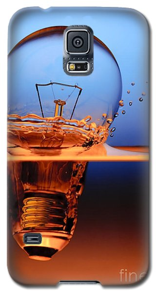 Light Bulb And Splash Water Galaxy S5 Case by Setsiri Silapasuwanchai