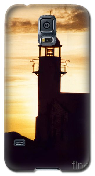 Lighthouse At Sunset Galaxy S5 Case by Mary Mikawoz
