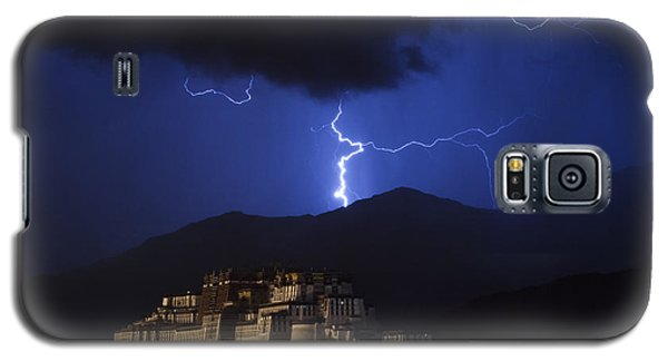 Galaxy S5 Case featuring the photograph Lightning Over Potala Palace, Lhasa, 2007 by Hitendra SINKAR
