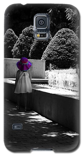 Little Girl In Magenta Hat Black And White Selective Color Galaxy S5 Case