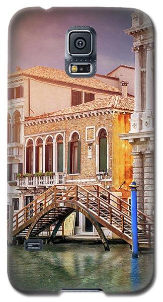 Little Wooden Footbridge In Venice Italy  Galaxy S5 Case