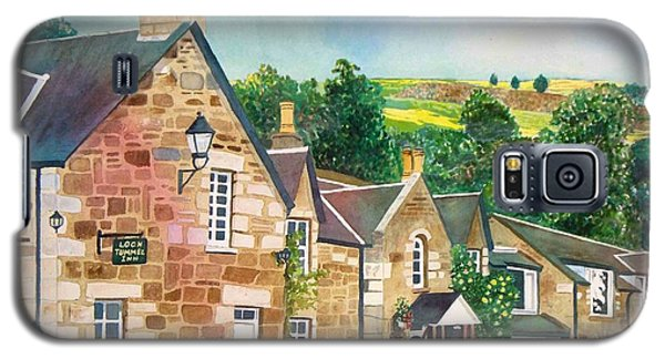 Galaxy S5 Case featuring the painting Loch Tummel Innn - Scotland by LeAnne Sowa