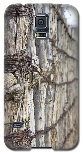 Galaxy S5 Case featuring the photograph Log And Wire Fence by Phyllis Denton