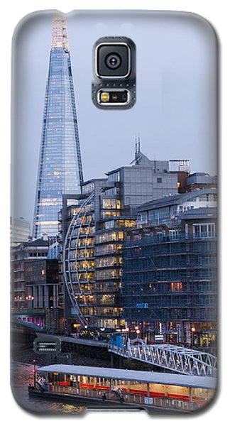 Galaxy S5 Case featuring the photograph London's Shard by David Isaacson