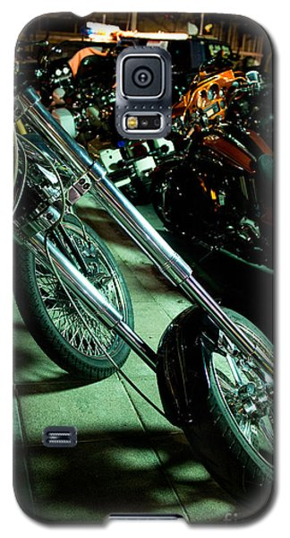 Long Front Fork And Wheel Of Chopper Bike At Night Galaxy S5 Case