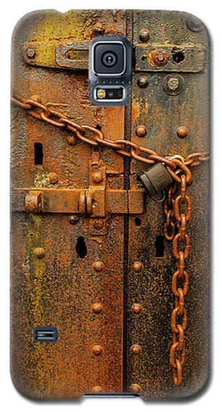 Long Locked Iron Door Galaxy S5 Case