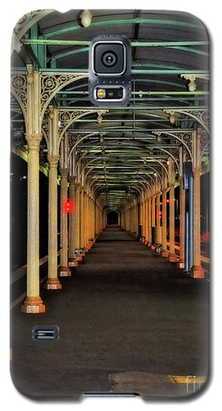 Galaxy S5 Case featuring the photograph Long Platform Albury Station By Kaye Menner by Kaye Menner