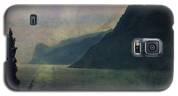 Looking At The Lake... Galaxy S5 Case