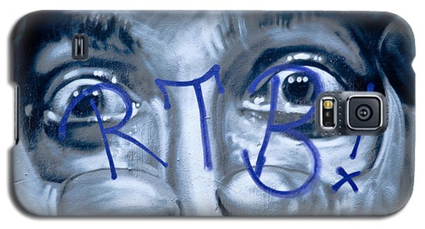 Galaxy S5 Case featuring the painting Looking At You by Yurix Sardinelly