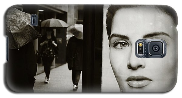 Galaxy S5 Case featuring the photograph Looking For Your Eyes by Empty Wall