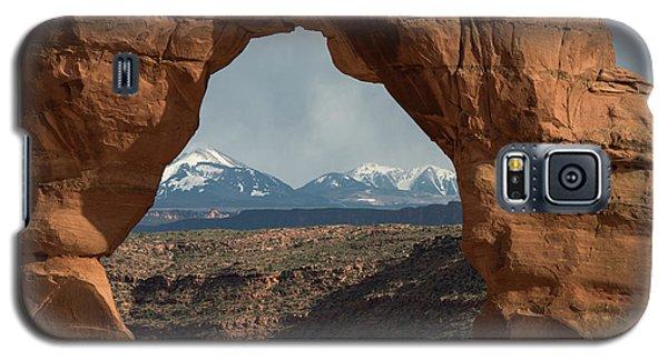 Looking Through Delicate Arch Galaxy S5 Case