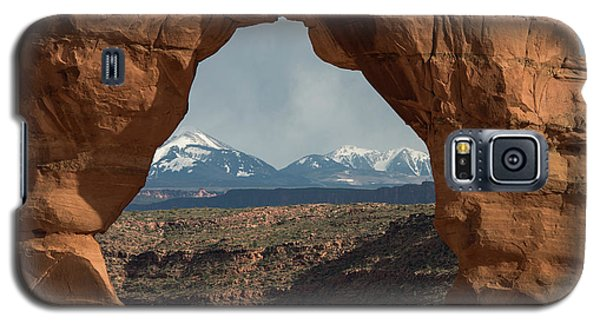 Looking Through Delicate Arch Galaxy S5 Case