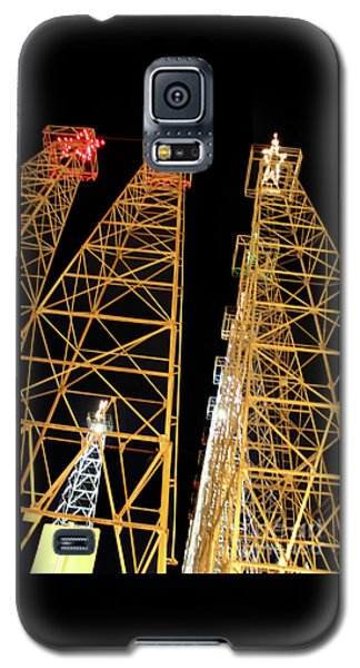 Looking Up At The Kilgore Lighted Derricks Galaxy S5 Case