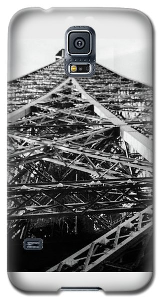 Looking Up From The Eiffel Tower Galaxy S5 Case by Darlene Berger